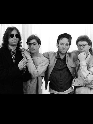 دانلود آلبوم ها و آهنگ های R.E.M (آر.ای.ام.)